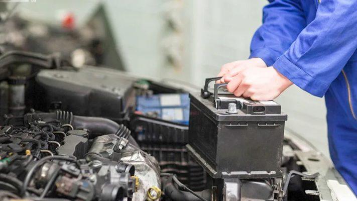 Ắc quy là bộ phận cung cấp điện chủ yếu cho xe ô tô