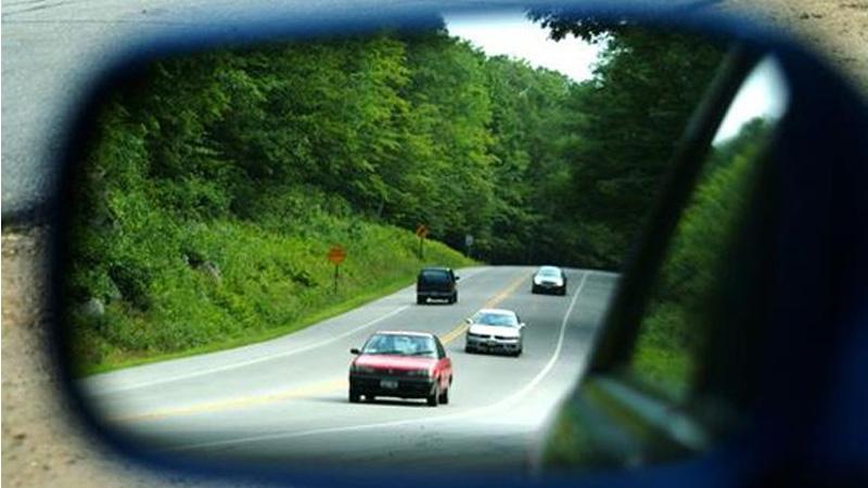Gương chiếu hậu hai bên thân xe