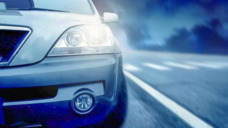 Lưu ý không được bật đèn pha ô tô tùy tiện