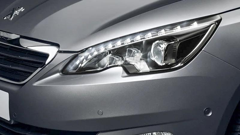 Sử dụng đèn pha ô tô hợp lý để thay còi