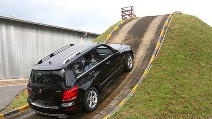 Xe vượt dốc khó khăn khi trượt côn ô tô